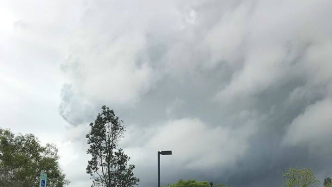 Kilauea wpływa na pogodę. Tworzy chmury, w których mogą powstać burze