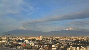"""""""Dymiąca góra"""" straszy mieszkańców Meksyku"""