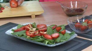 Bomba witaminowa: sałatka z truskawkami i szpinakiem