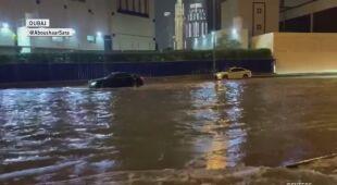 Deszcz zalał ulice Dubaju